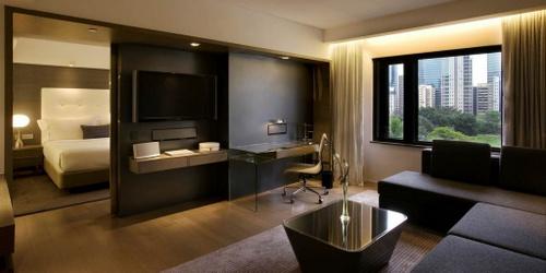 The Mira Hong Kong Hotel's Mira Suite 80.