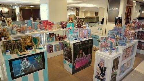 April Melody aromatherapy shop at Fashion Walk mall in Hong Kong.