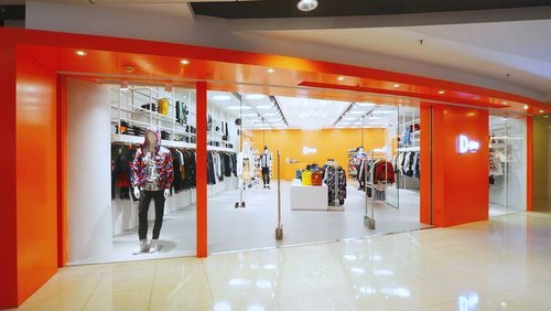 D-mop urban fashion clothing store in APM shopping center.