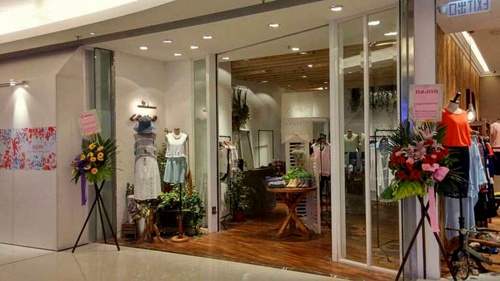 Como clothing store at APM shopping mall in Hong Kong.