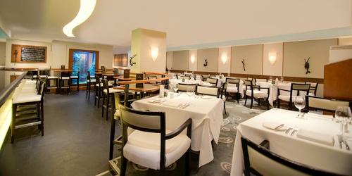 Dot Cod Seafood Restaurant & Oyster Bar dining room & aquarium.