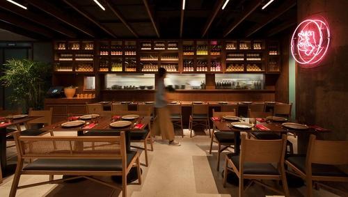 Mak Mak Thai restaurant dining room Landmark Hong Kong.
