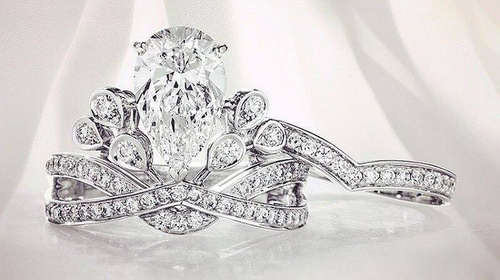 Chaumet's Joséphine Aigrette Impériale ring.