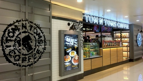 TOM N TOMS COFFEE shop Tuen Mun Town Plaza Hong Kong.