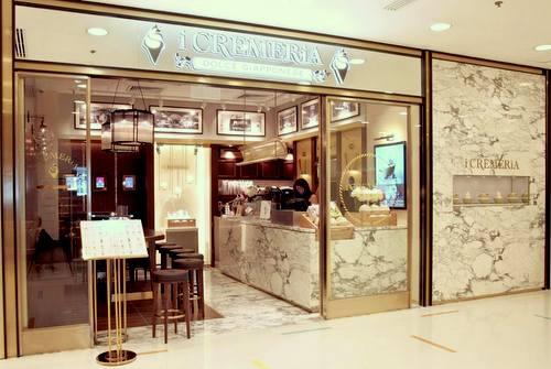 i CREMERiA cafe in Hong Kong.