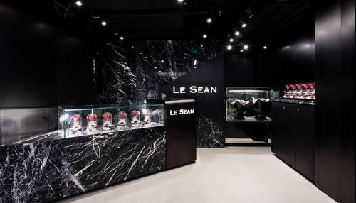 Le Sean Seasons florist shop at Fashion Walk in Hong Kong.