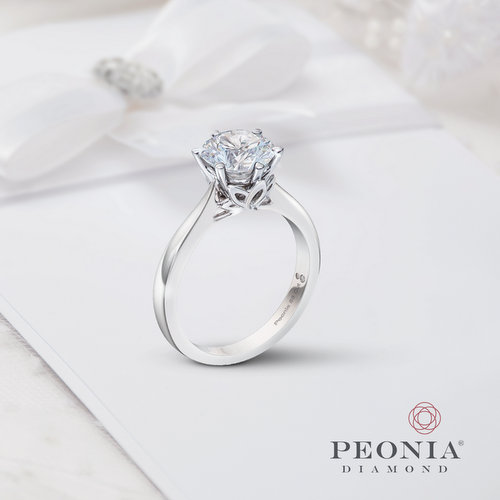 Peonia diamond ring, available in Hong Kong.